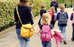 Kinder an die Hand nehmen