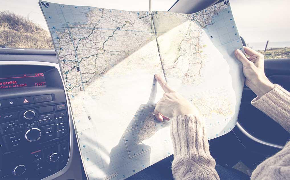 Finger auf einer Karte